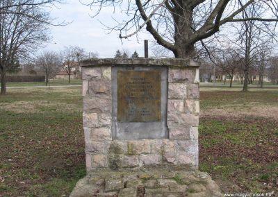 Lőrinci II.vh emlékmű 2009.03.27. küldő-kalyhas (5)