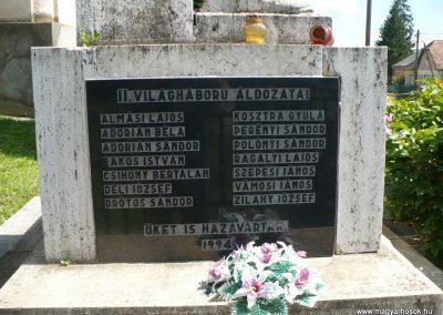 Lak világháborús emlékmű 2010.08.10. küldő-Gombóc Arthur (1)