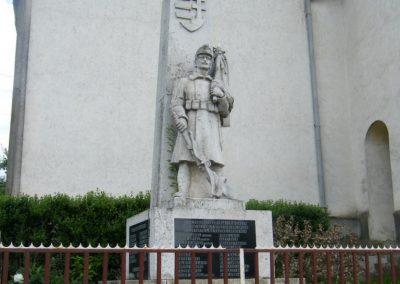 Lak világháborús emlékmű 2011.05.29. küldő-Röghegyiné Spisák Anita