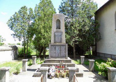 Lakszakállas II. világháborús emlékmű 2014.06.18. küldő-Méri