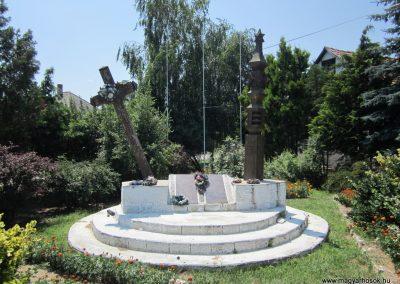 Laskod világháborús emlékmű 2013.07.08. küldő-kalyhas (2)