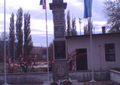 Leányvár világháborús emlékmű 2007.11.01.küldő-Zebi