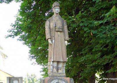 Lesenceistvánd I. világháborús emlékmű 2013.07.05. küldő-Méri (1)