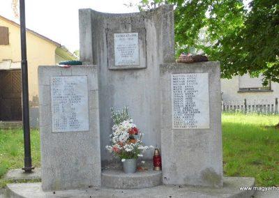 Lesenceistvánd II.világháborús emlékmű 2013.07.05. küldő-Méri (3)
