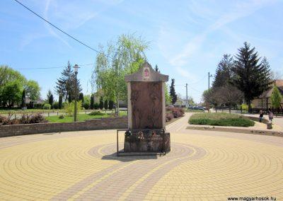 Levelek II.világháborús emlékmű 2012.04.27. küldő-kalyhas (1)