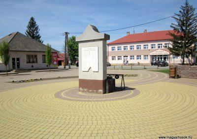 Levelek II.világháborús emlékmű 2012.04.27. küldő-kalyhas (2)