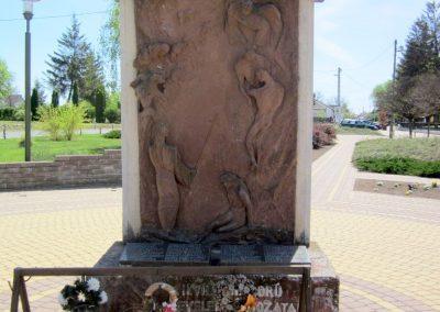 Levelek II.világháborús emlékmű 2012.04.27. küldő-kalyhas (3)