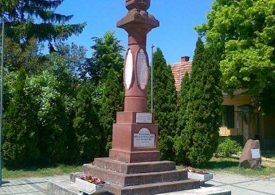 Litér világháborús emlékmű 2011.05.26. küldő-Csiszár Lehel