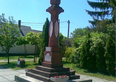 Litér világháborús emlékmű 2011.05.26. küldő-Csiszár Lehel (6)