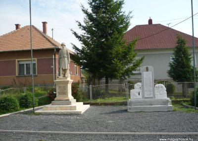 Lovászi emlékművei felújítás után 2009.09.16. küldő-Sümec (1)