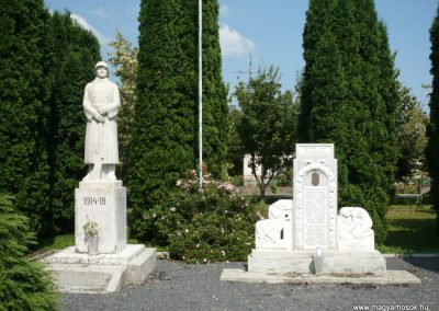 Lovászi világháborús emlékművek 2010.08.13. küldő-Sümec (14)
