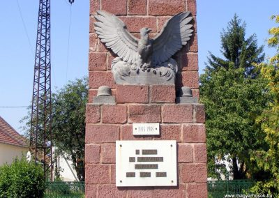 Lovasberény hősi emlékmű 2012.06.29. küldő-Méri (1)