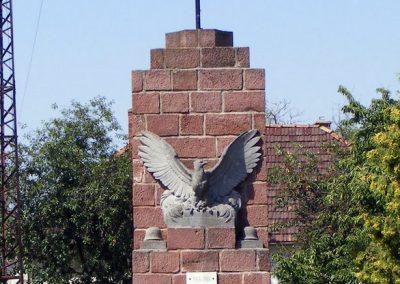 Lovasberény hősi emlékmű 2012.06.29. küldő-Méri (4)