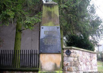 Lucfalva világháborús emlékmű 2011.02.19. küldő-kalyhas (3)