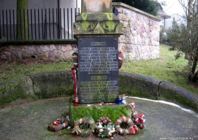 Lucfalva világháborús emlékmű 2011.02.19. küldő-kalyhas (4)