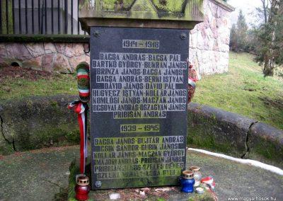 Lucfalva világháborús emlékmű 2011.02.19. küldő-kalyhas (5)