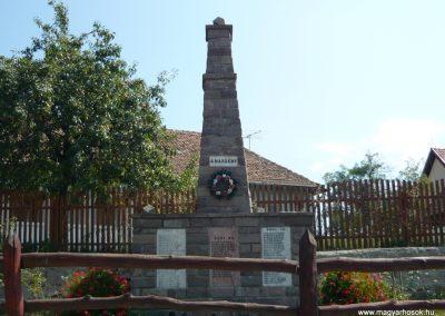 Málnás világháborús emlékmű 2009.08.21.küldő-Ágca (1)