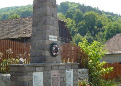Málnás világháborús emlékmű 2009.08.21.küldő-Ágca (3)