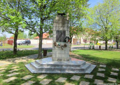 Máriapócs világháborús emlékmű 2012.04.27. küldő-kalyhas (1)