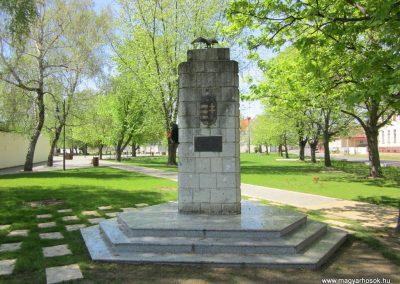 Máriapócs világháborús emlékmű 2012.04.27. küldő-kalyhas (9)