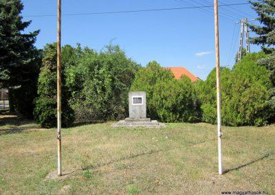 Márkó világháborús emlékmű 2013.08.16. küldő-kalyhas