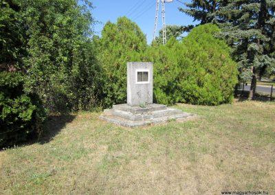 Márkó világháborús emlékmű 2013.08.16. küldő-kalyhas (5)