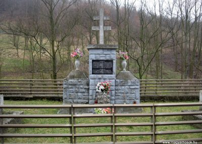 Márkháza világháborús emlékmű 2011.02.19. küldő-kalyhas (1)