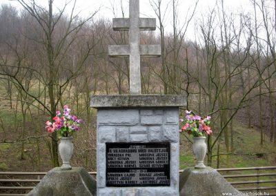 Márkháza világháborús emlékmű 2011.02.19. küldő-kalyhas (3)