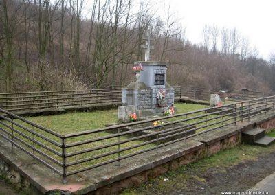 Márkháza világháborús emlékmű 2011.02.19. küldő-kalyhas (4)