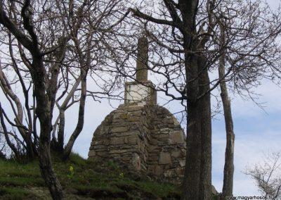 Mátra; Sas-kő világháborús emlékmű 2005.05.01.küldő-Feri971 (2)