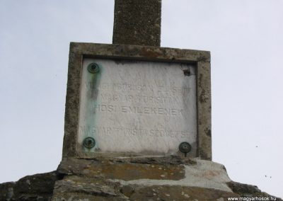 Mátra; Sas-kő világháborús emlékmű 2005.05.01.küldő-Feri971
