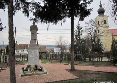 Mátraderecske világháborús emlékmű felújítás után 2014.12.09. küldő-kalyhas (13)