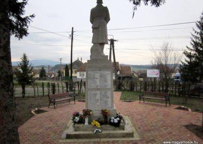 Mátraderecske világháborús emlékmű felújítás után 2014.12.09. küldő-kalyhas (21)