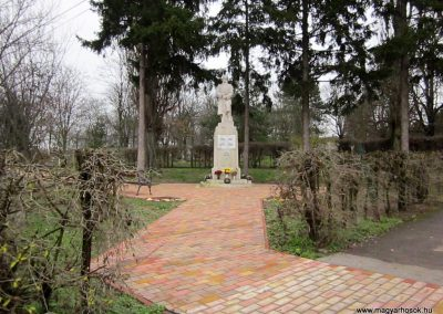 Mátraderecske világháborús emlékmű felújítás után 2014.12.09. küldő-kalyhas