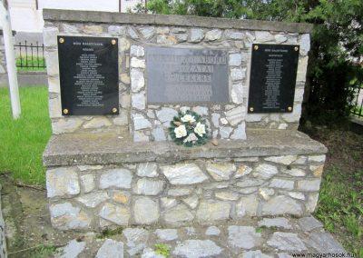 Mátranovák világháborús emlékmű 2014.05.19. küldő-kalyhas (10)