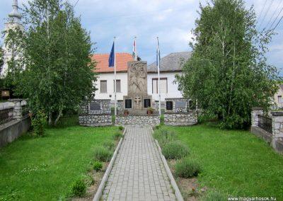 Mátranovák világháborús emlékmű 2014.05.19. küldő-kalyhas (2)