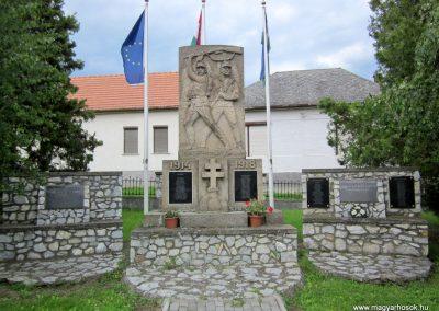 Mátranovák világháborús emlékmű 2014.05.19. küldő-kalyhas (3)