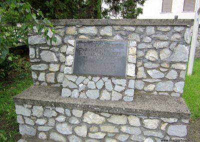 Mátranovák világháborús emlékmű 2014.05.19. küldő-kalyhas (4)