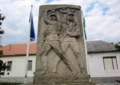 Mátranovák világháborús emlékmű 2014.05.19. küldő-kalyhas (6)