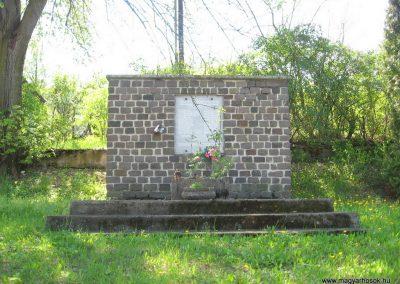 Mátraterenye II.világháborús emlékmű 2009.04.26.küldő-kalyhas (1)