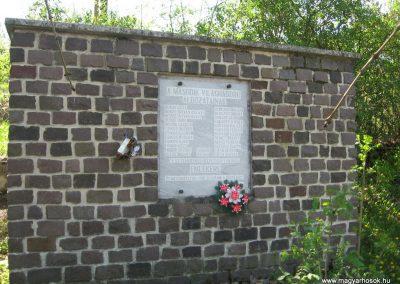 Mátraterenye II.világháborús emlékmű 2009.04.26.küldő-kalyhas (2)