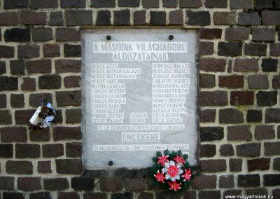 Mátraterenye II.világháborús emlékmű 2009.04.26.küldő-kalyhas (3)