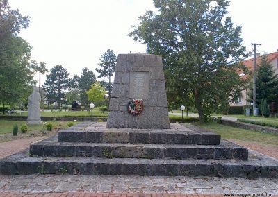 Méhészudvarnok II. világháborús emlékmű 2012.07.12. küldő-Pataki Tamás (2)