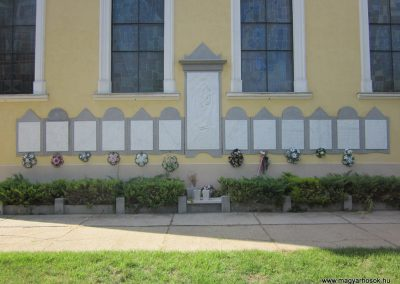 Mélykút II.vh emlékmű 2011.08.17. küldő-kalyhas (2)