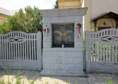Mérk I. világháborús emlékmű 2014.08.04. küldő-kalyhas (1)