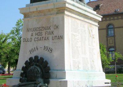Mór I. világháborús emlékmű felújítás után 2013.06.29. küldő-Emese (3)