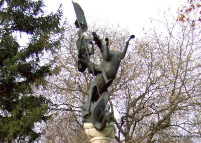 Mór Szent György-kút II. világháborús emlékmű 2006.11.28. küldő-Venczlik Krisztián (1)