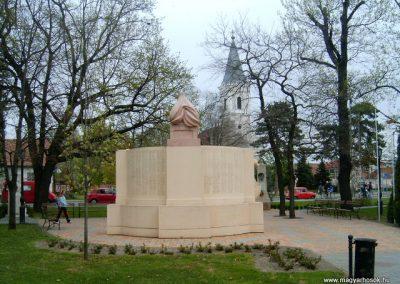 Mórahalom I.vh emlékmű 2008.04.06.küldő-Prong (1)