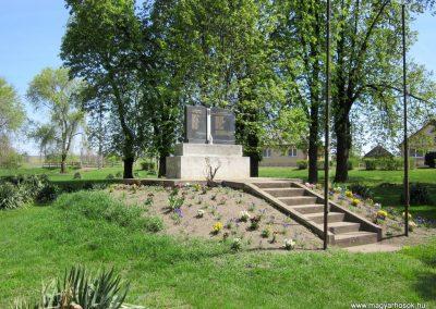 Magy világháborús emlékmű 2012.04.27. küldő-kalyhas (5)