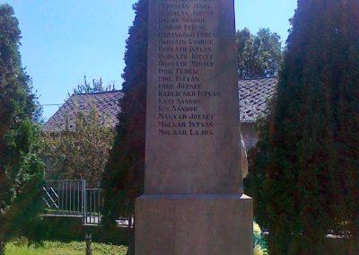 Magyaratád világháborús emlékmű 2010.08.26. küldő-Csiszár Lehel (4)